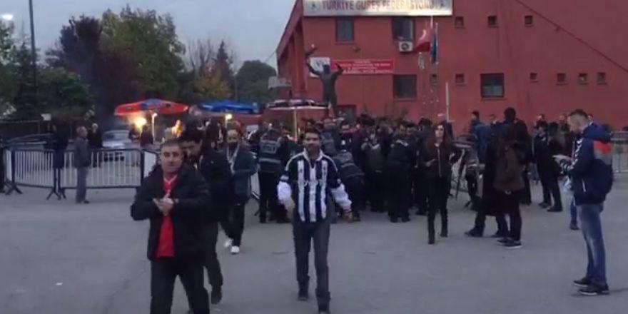 Gençlerbirliği-Beşiktaş | Taraftar stada girmeye başladı