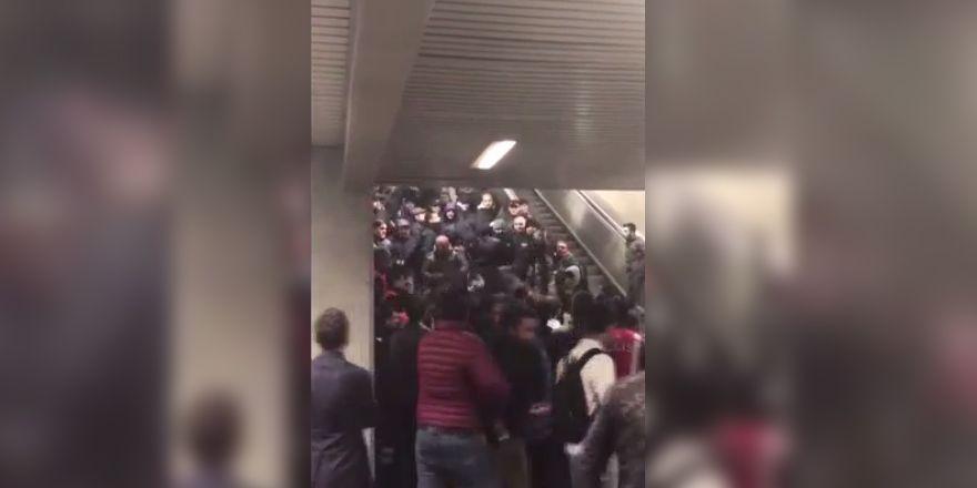 Napolili holiganlar vatandaşlara saldırdı