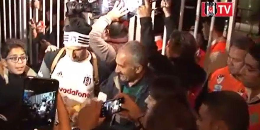 Beşiktaş kafilesi 5 Ocak Stadyumu'ndan böyle ayrıldı