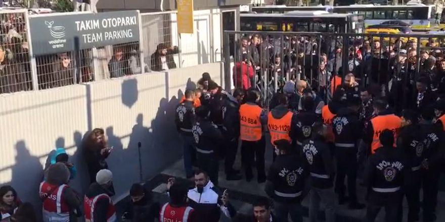 FB-BJK Derbisine Doğru | Taraftarlar otobüslere biniyor